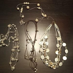 Lot of 4 neutral necklaces